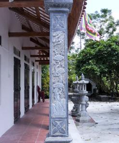 Mẫu cột đá vuông đẹp được chế tác bởi các nghệ nhân đá Ninh Bình